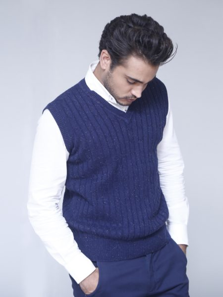 cable-knitted-sleeveless-v-neckcover